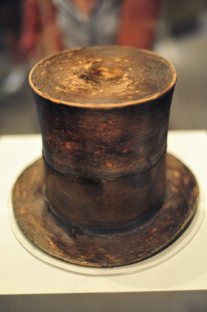 top hat Abe Lincoln was wearing when he was assassinated